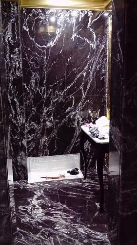 Облицовка ванной гранитом Титаниум