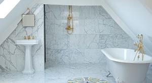 Отделка ванной плитой из мрамора